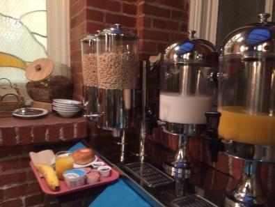 シリアルにミルク、オレンジジュース