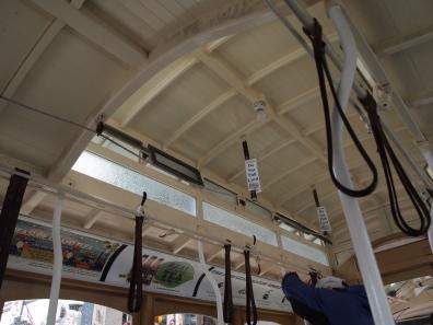 ケーブルカーの天井